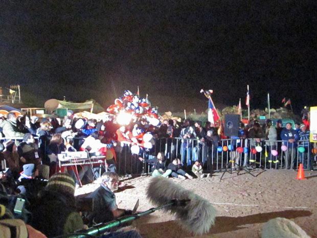 Momento em que a subida de Ávalos é anunciada no acampamento.