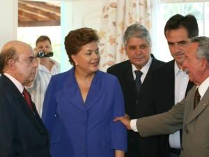 Candidata do PT à Presidência da República, Dilma Rousseff, em reunião com líderes do Partido Progressista (PP), nesta quinta-feira (14).