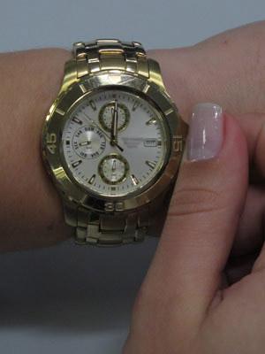 Relógios devem ser adiantados em uma hora à meia-noite de sábado (16) (Foto: Caroline Hasselmann/G1)