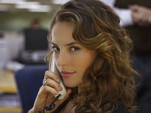 A atriz Paola Oliveira, em cena da série 'As cariocas'