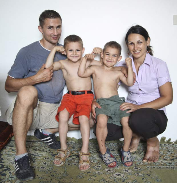 A partir da esquerda, Iulian, Giuliano, Claudiu e Ileana Stroe.