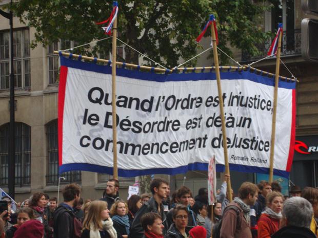 Internautas registram protestos na França Ana-alaide-mendes-pinheiro