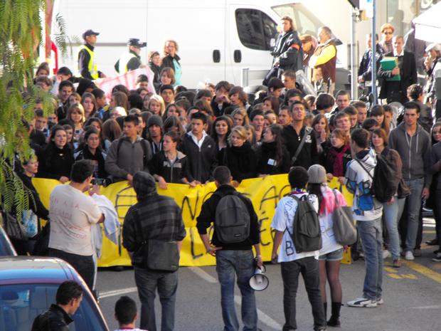 Internautas registram protestos na França Cristiane-schweitzer_