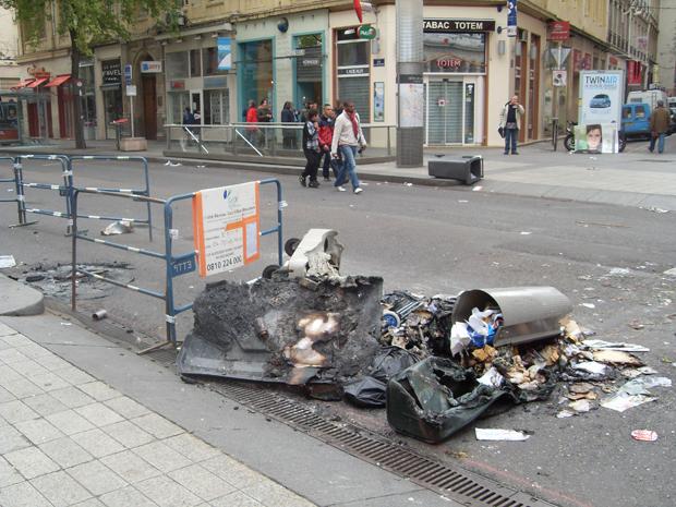 Internautas registram protestos na França Fernanda-buril-almeida1