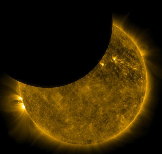 Eclipse parcial solar é registrado por sonda da Nasa que orbita a Terra Transitoluasol2