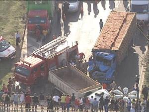 Acidente caminhões avenida brasil