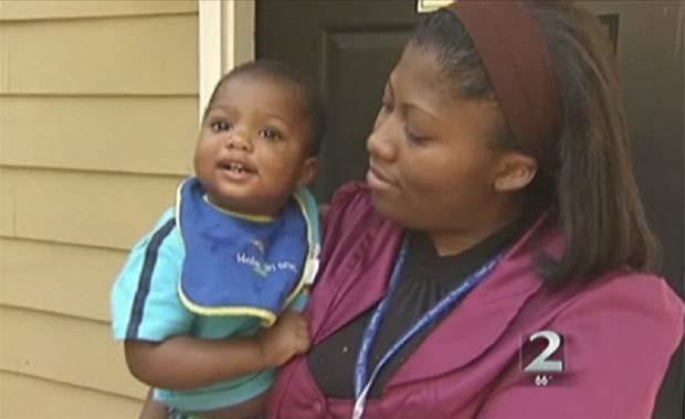 Serita Foster diz que foi presa porque seu filho estava fazendo muito barulho.