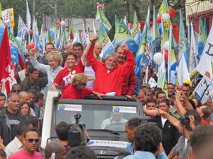 Carreata de Dilma e Lula tem encontro com militantes do PSDB em Diadema