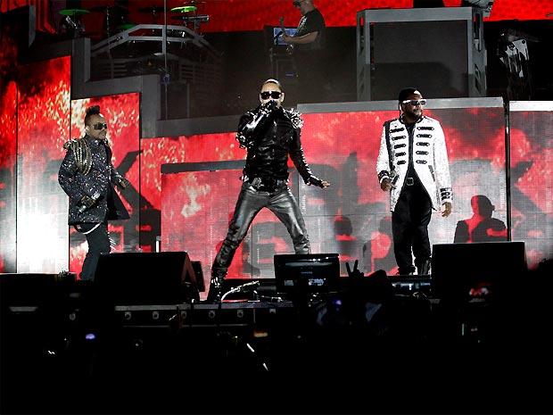 Da esq. para a dir.: Apl.de.ap., Taboo e Will.I.Am durante a apresentação do Black Eyed Peas na Praça da Apoteose, no Rio