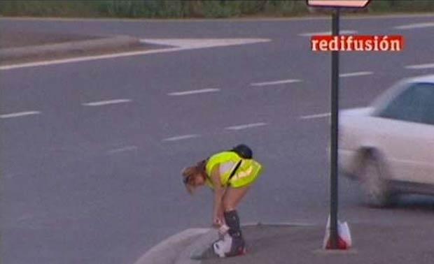 Prostitutas que trabalham na Espanha foram obrigadas a usar coletes.
