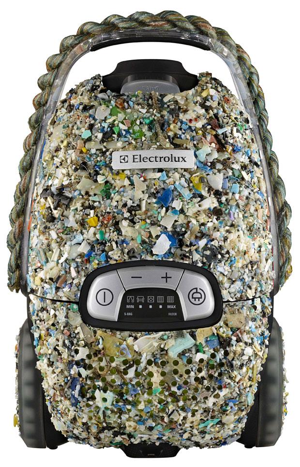Aspirador de pó feito de lixo plástico