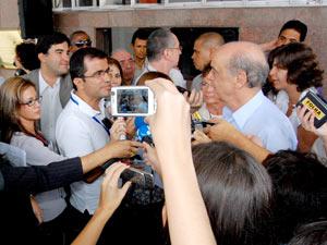 José Serra durante entrevista no Recife