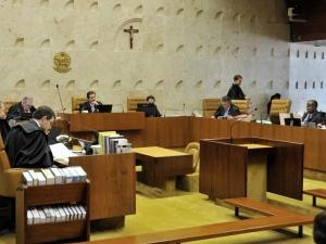 Ministros do Supremo Tribunal Federal julgam recurso do deputado federal Jader Barbalho (PMDB-PA) contra a Lei da Ficha Limpa, nesta quarte-feira (27).