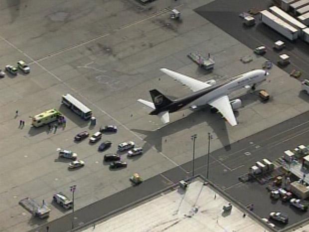 Avião é investigado nesta sexta-feira (29) no aeroporto de Newark, em Nova Jersey.