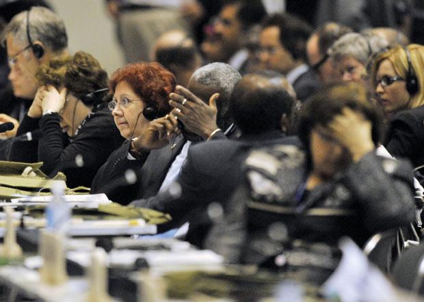 Delegados demonstram exaustão durante reunião plenária na COP 10 de Nagoya  nesta sexta-feira (29)