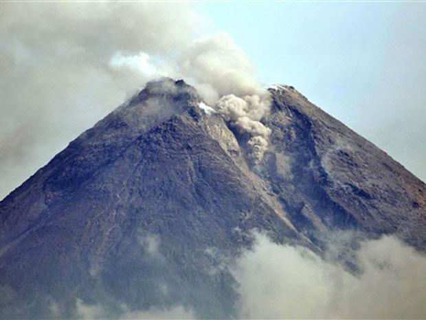 Vulcão Merapi, em atividade neste sábado (30)