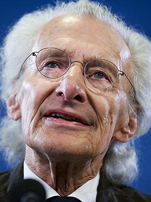 O escritor holandês Harry Mulisch