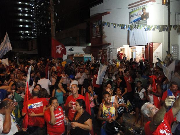 Multidão comemora vitória de Dilma em BH
