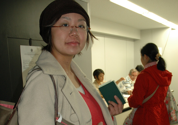 A brasileira Lilian Shinobu Fukuhara vota no Japão