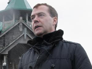 Dimitri Medvedev em sua visita à ilha de Kunashir nesta segunda-feira (1).