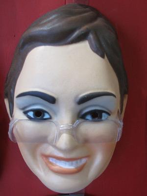 Máscara de Erenice Guerra encalhou em estoque de fábrica