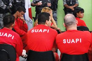 Sérgio Sales, ao fundo, e outros réus do caso Eliza