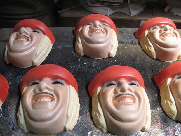 Fábrica em São Gonçalo, na Região Metropolitana do Rio, já produziu mais de 2 mil máscaras de Tiririca