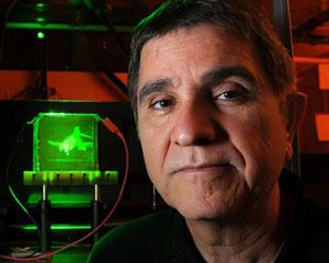 Nasser Peyghambarian, pesquisa com tecnologia com holograma 3D