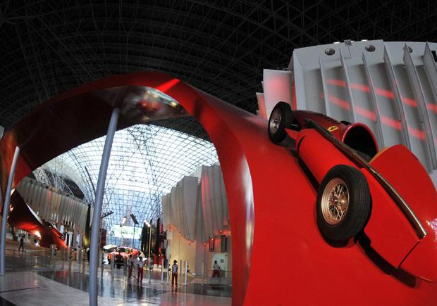 Ferrari World é aberto ao público