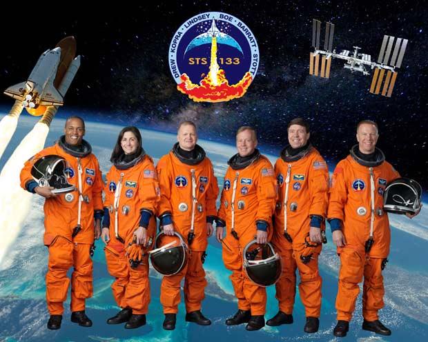 Tripulantes da missão STS-133, última do ônibus espacial Discovery. Da esq. à dir.:
