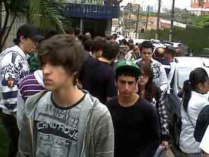 Estudantes saem do Enem, na Zona Sul de São Paulo