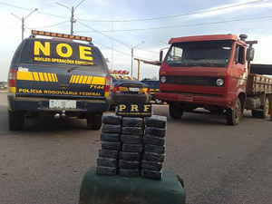 Rodovias são principal rota de escoamento de cocaína no Brasil, diz PRF