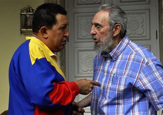 Imagem não datada divulgada pelo site oficial cubadebate.cu mostra o presidente da Venezuela, Hugo Chávez, em encontro com o líder cubano Fidel Castro em Havana.