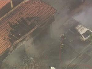 Fogo atinge fábrica de colchões na Zona Sul da capital