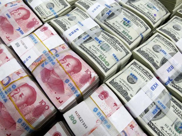 Notas de dólar e iuan em Banco de Seul, nesta quarta.