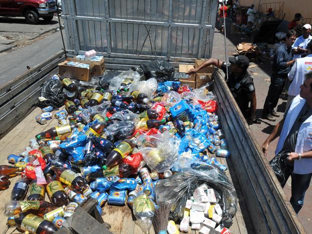 Vigilância Sanitária apreendeu alimentos inaquedados para o consumo em Mercado Público no Recife