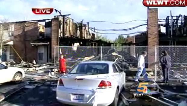 Incêndio destruiu um prédio de apartamentos em Lebanon.