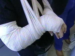 Coordenadora de escola teve os dois braços quebrados por aluno em Porto Alegre