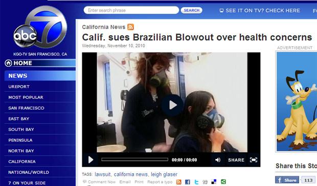 Reportagem da rede americana ABC mostra cabeleireira e cliente usando máscaras de gás em salão nos EUA