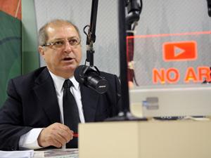 O ministro do Planejamento, Paulo Bernardo, fala sobre as expectativas da economia brasileira para 2011, durante o programa Bom Dia Ministro
