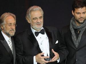 Plácido Domingo recebe prêmio de 'Personalidade do ano'