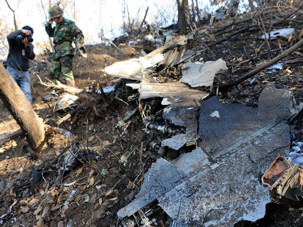 O acidente, ocorrido durante um treinamento de rotina, matou os dois tripulantes. (Foto: AP)