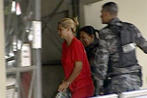 Fernanda chega ao Fórum de Contagem para audiência desta sexta-feira