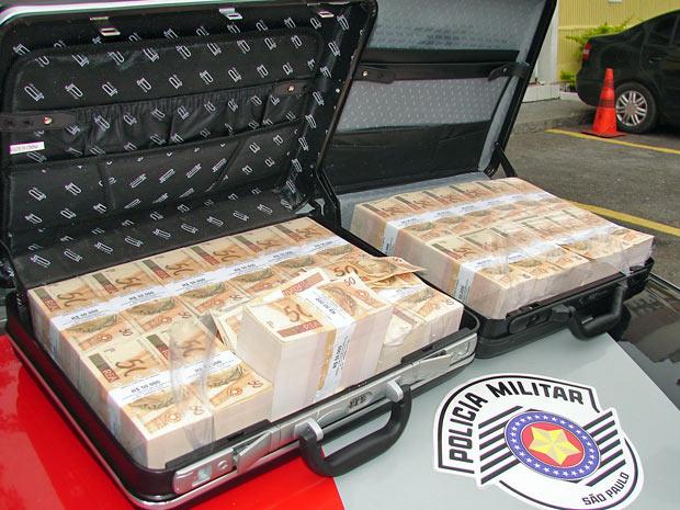 Malas de dinheiro são encontradas com suspeitos