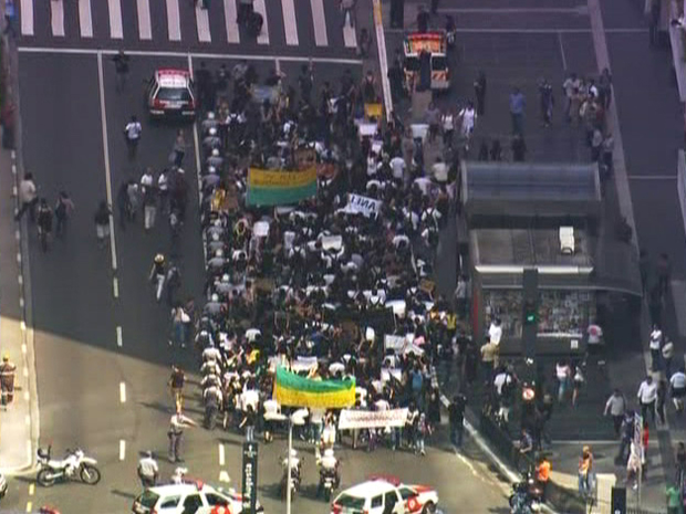 Estudantes fazem protesto na Paulista