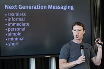 Mark Zuckerberg, fundador do Facebook, apresenta características de novo sistema de mensagens do site.
