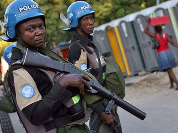 Tropas da ONU fazem patrulha em Porto Príncipe