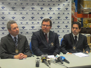 Ao centro, o superintendente da Receita José Guilherme Vasconcelos