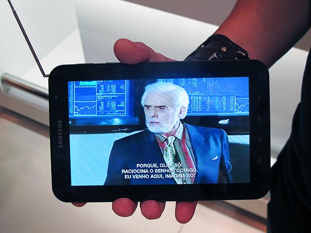 Novela Passione assistida pelo tablet Galaxy Tab da Samsung.