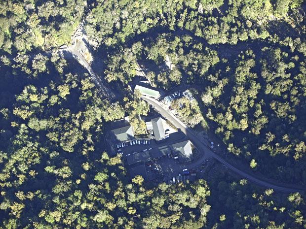 Vista aérea da mina afetada pela explosão, na Nova Zelândia